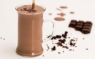 Chocolate y leche, batido de desayuno