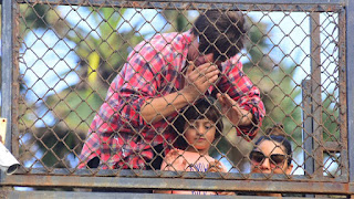 Photos: SRK & AbRam Wave At The Sea Of Fans Gathered Outside Mannat
