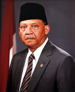 Wakil presiden Umar Wirahadi kusumah
