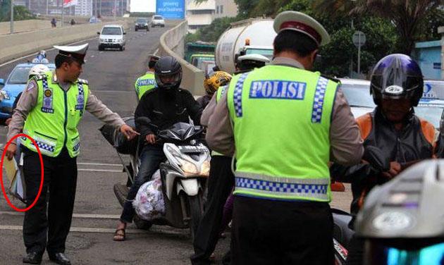 Inilah 6 Kalimat Ampuh 'Senjata' Pengemudi saat Kena Tilang oleh Polisi