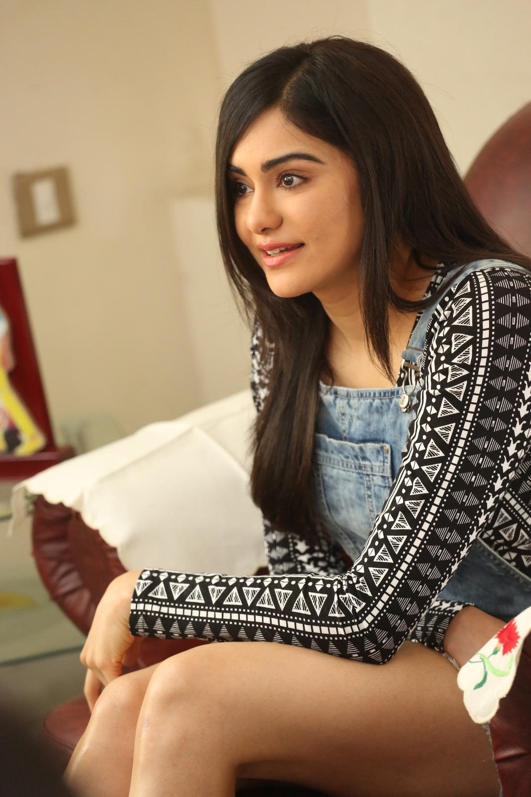 Adah Sharma Hot Thigh Showing Photos