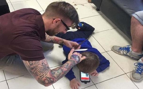 Ο πιο μάγκας κομμωτής του πλανήτη: Δείτε τί έκανε για ένα αυτιστικό παιδάκι και υποκλιθείτε! (photos)