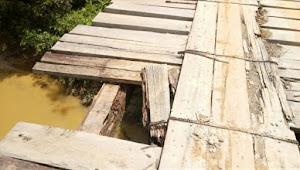 Jembatan Sungai Dayo Teramcam Roboh, Gedung Kajari Muarojambi Terlihat Megah