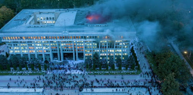 Tak Puas Dengan Hasil Pemilu, Para Pengunjuk Rasa Bakar Gedung Parlemen Di Kyrgyzstan