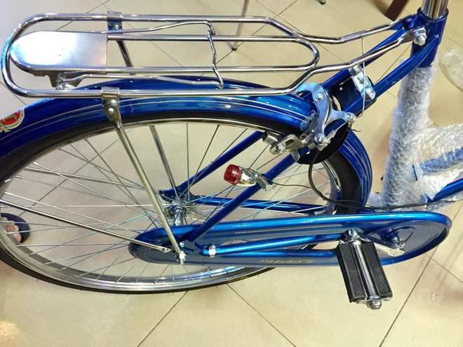 Hoài niệm cả bầu trời tuổi thơ với xe đạp Phượng hoàng giá 3,3 triệu đồng - Ảnh 2.