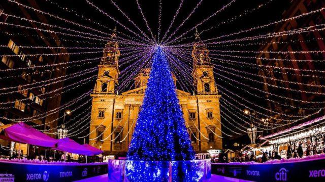 mercatini-di-natale-budapest-piazza-della-basilica-poracci-in-viaggio