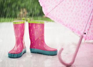 Mencuci Jas Hujan