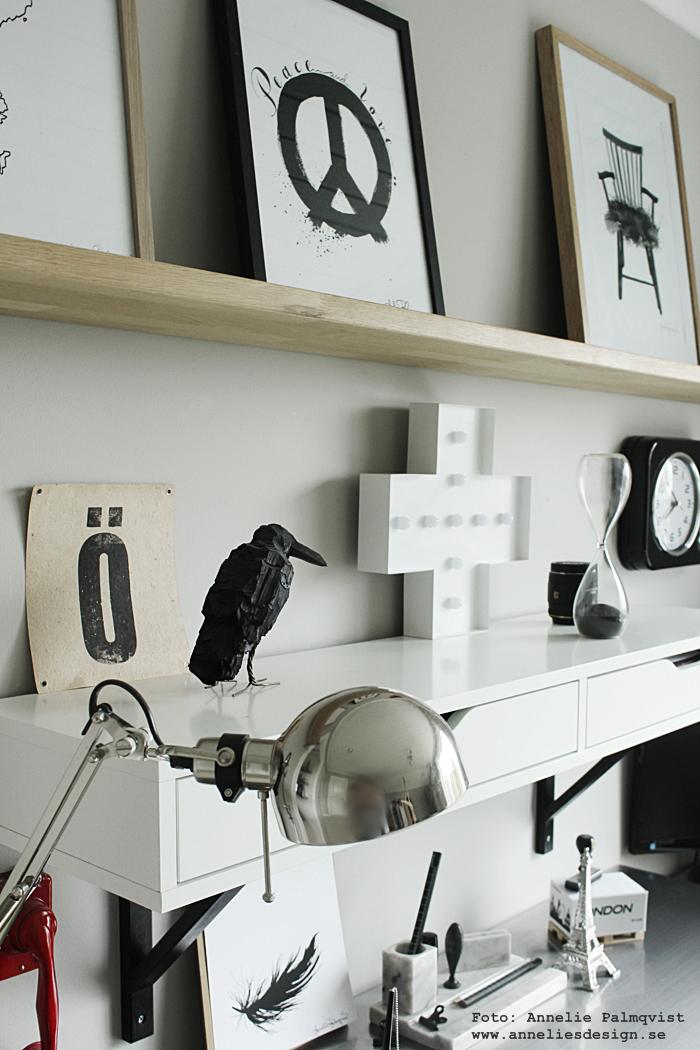 posters, print, prints, konsttryck, webbutik, webbutiker, webshop, inredning, detlajer, svart och vitt, svartvit, svartvtia, annelies design, peace, stol, stolar, hylla, arbetsrum, arbetsrummet, hemmakontor, atelje,