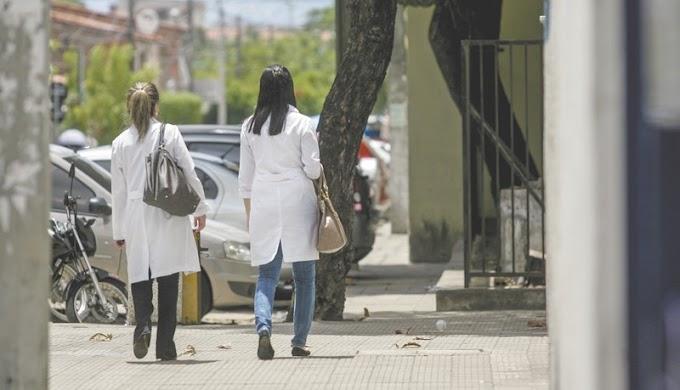 Entra em vigor Lei estadual que pune uso de jaleco na rua