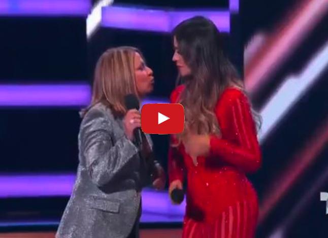 Doctora Polo de Caso Cerrado se besó con otra mujer sobre el palco de Billboard