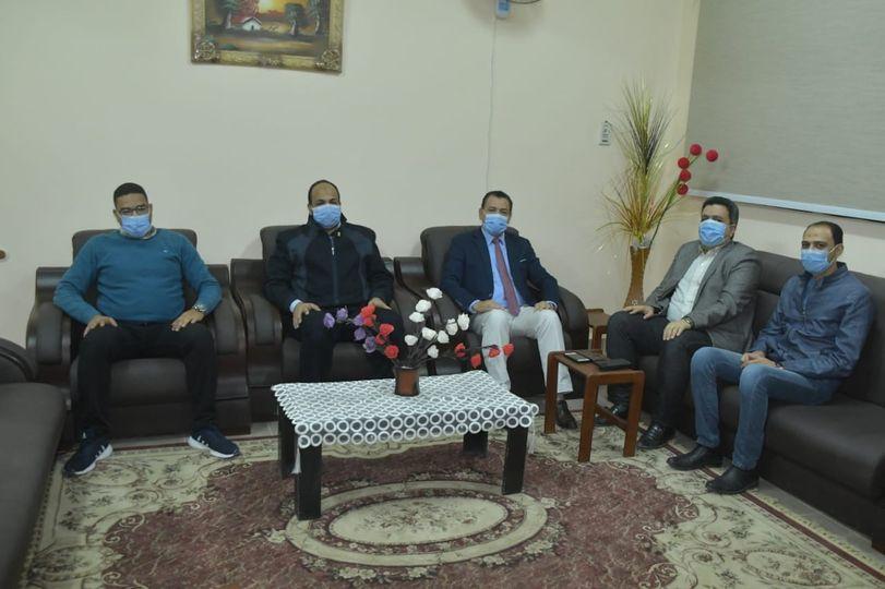 رئيس جامعة الوادى الجديد يستقبل مدير عام المصرية للإتصالات بالمحافظة / الأهرام نيوز