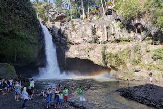 Cascadas Tegenungan o Tegenungan Waterfalls, Isla de Bali, Indonesia.