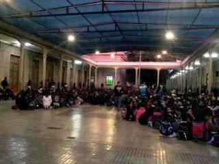 Durante la mañana de hoy, alumnos de la Escuela Normal Sarmiento, decidieron llevar adelante una protesta, hartos de reclamar por problemas que, hasta el momento, no tienen solución.
