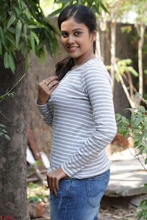 Actress Chandini in ed Tight Top at Ennodu Yilayadu tamil movie press meet ~  10.jpg