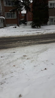 Hiver, rue de Montréal, neige, slush, gadoue, eau
