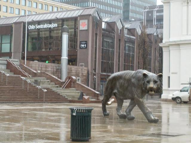 El Tigre en la Estación Central de Trenes en Oslo