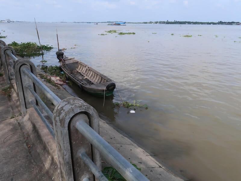 Sông tiền chảy qua Sa Đéc