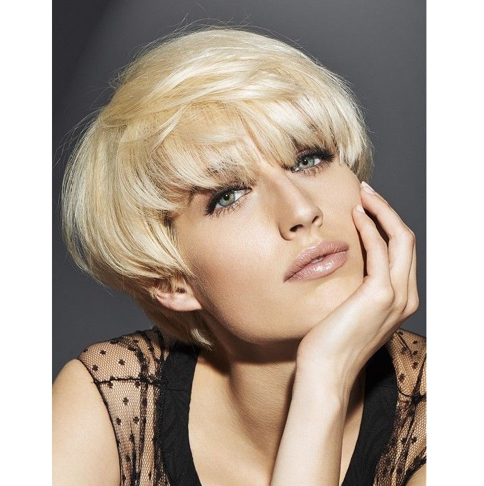 short blonde hairstyle with blunt bangs