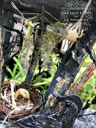 Sara Emily Barkerhttps://sarascloset1.blogspot.com/2020/09/an-altered-birdhouse-with-tim-holtz.html #timholtz #sizzix #chapter3 (11)