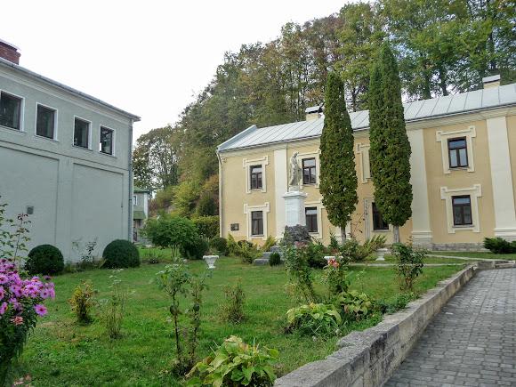 Подгорцы. Благовещенский монастырь