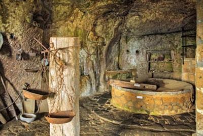 Grotta di San Bonaventura sotto il centro storico di Civita di Bagnoregio.