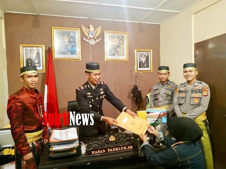 Semangat Sumpah Pemuda, Polsek Bajeng Melayani Masyarakat Dengan Pakaian Adat  Bugis-Makassar