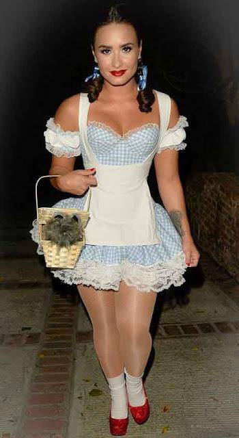 Demi Lovato fantasiada de Doroty