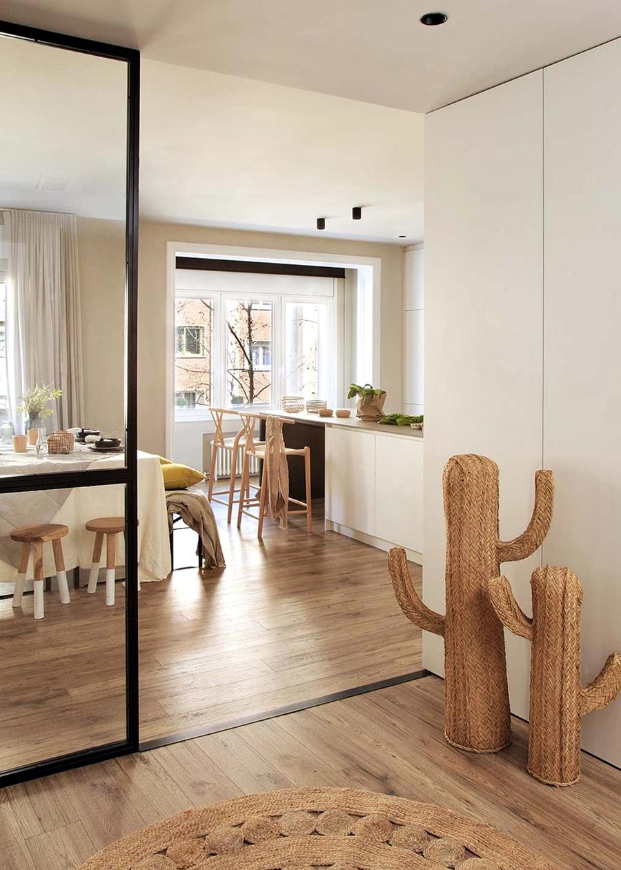 Industrialne elementy w stonowanym wnętrzu, wystrój wnętrz, wnętrza, urządzanie domu, dekoracje wnętrz, aranżacja wnętrz, inspiracje wnętrz,interior design , dom i wnętrze, aranżacja mieszkania, modne wnętrza, styl industrialny, styl loftowy, loft, stonowane kolory, naturalne dodatki, czarne dodatki, przedpokój