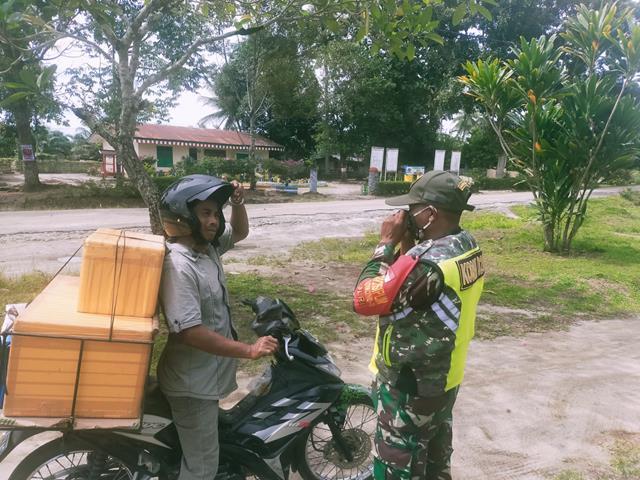 Sampaikan Agar Pakai Masker, Personel Jajaran Kodim 0207/Simalungun Laksanakan Komsos Dengan Warga Binaan