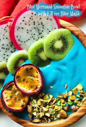 Blue Mermaid Smoothie Bowl with E3Live Blue Majik