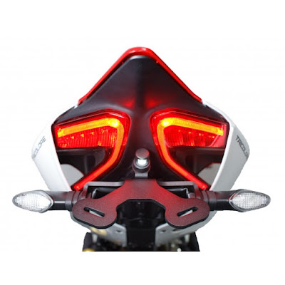 2016 Ducati 959 Panigale Super Bike tail light pose