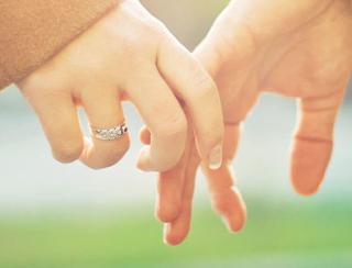 Apakah Suami Istri Bersentuhan, Bisa Batalkan Wudhu?