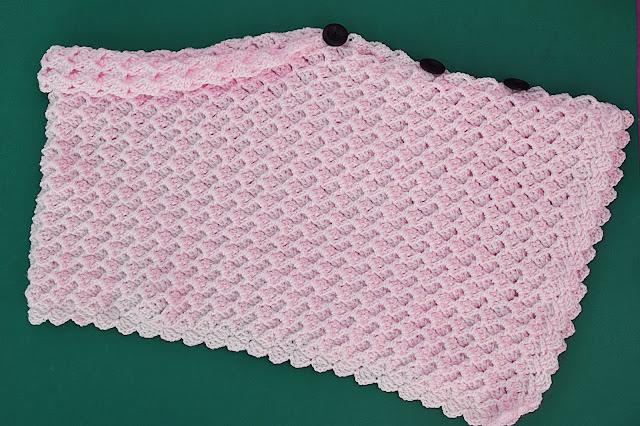 5 - Crochet Imagen Poncho asimétrico a crochet y ganchillo por Majovel Crochet.