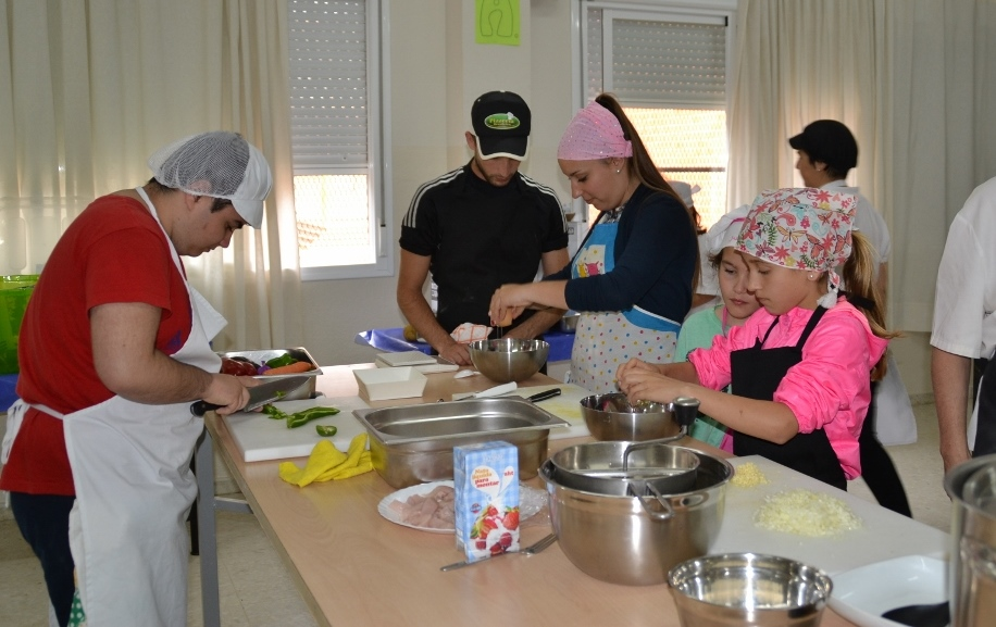 Dos hermanas divertida el taller de cocina dos hermanas - Cocinas dos hermanas ...