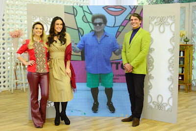 A apresentadora e os jurados com Romero (Crédito: Zé Paulo Cardeal/SBT)