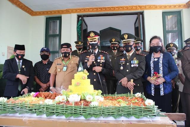 Kapolres Nganjuk Bikin Kejutan di HUT ke-75 TNI Tahun 2020,di Makodim 0810 Nganjuk