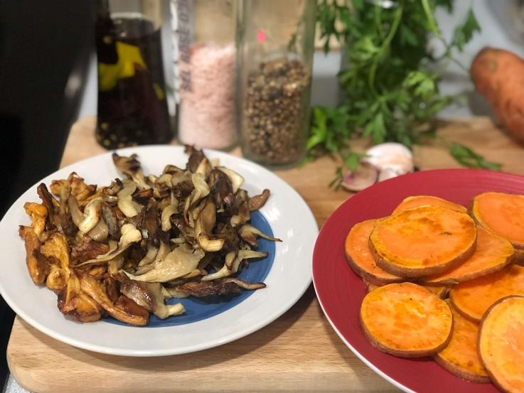Montaditos vegetales de boniato y setas