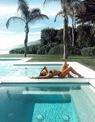 foto sola tumblr en la piscina