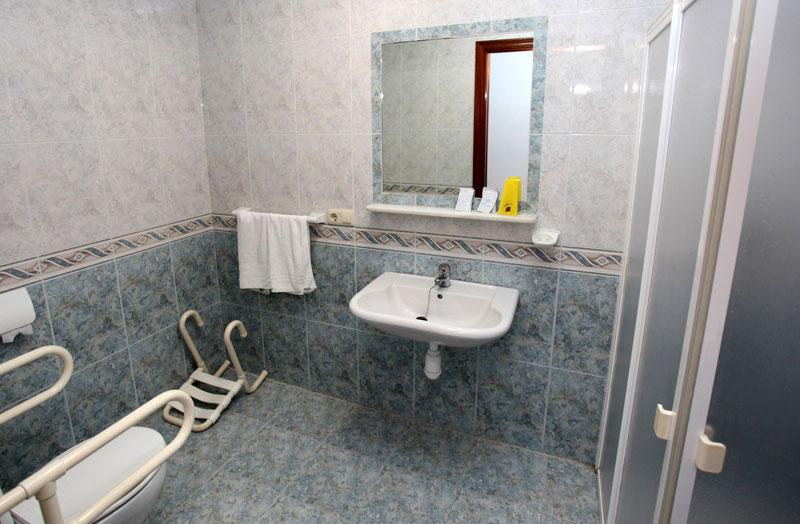 Adaptación minusválidos - M&P Instalaciones - Platos de ducha ...