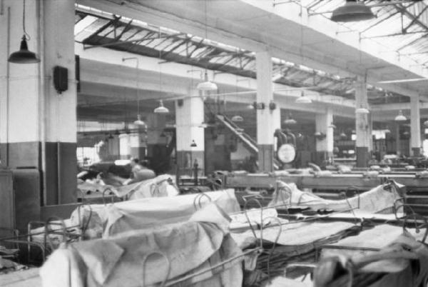 Шинный завод Pirelli в Милане