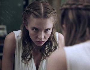 Sydney Sweeney frente al espejo
