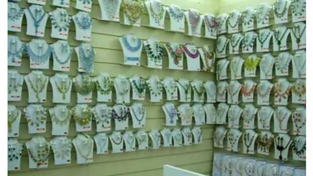 Artificial-Jewellery-Shop-paise-kamaye