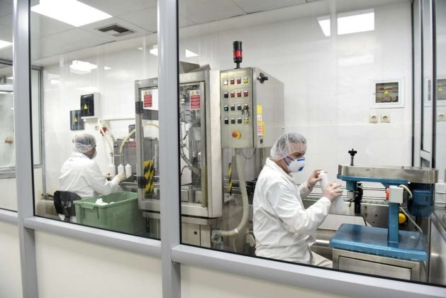 Κοροναϊός: Στο φουλ οι μηχανές στα Στρατιωτικά Εργοστάσια για παραγωγή αντισηπτικών και μασκών (ΦΩΤΟ)