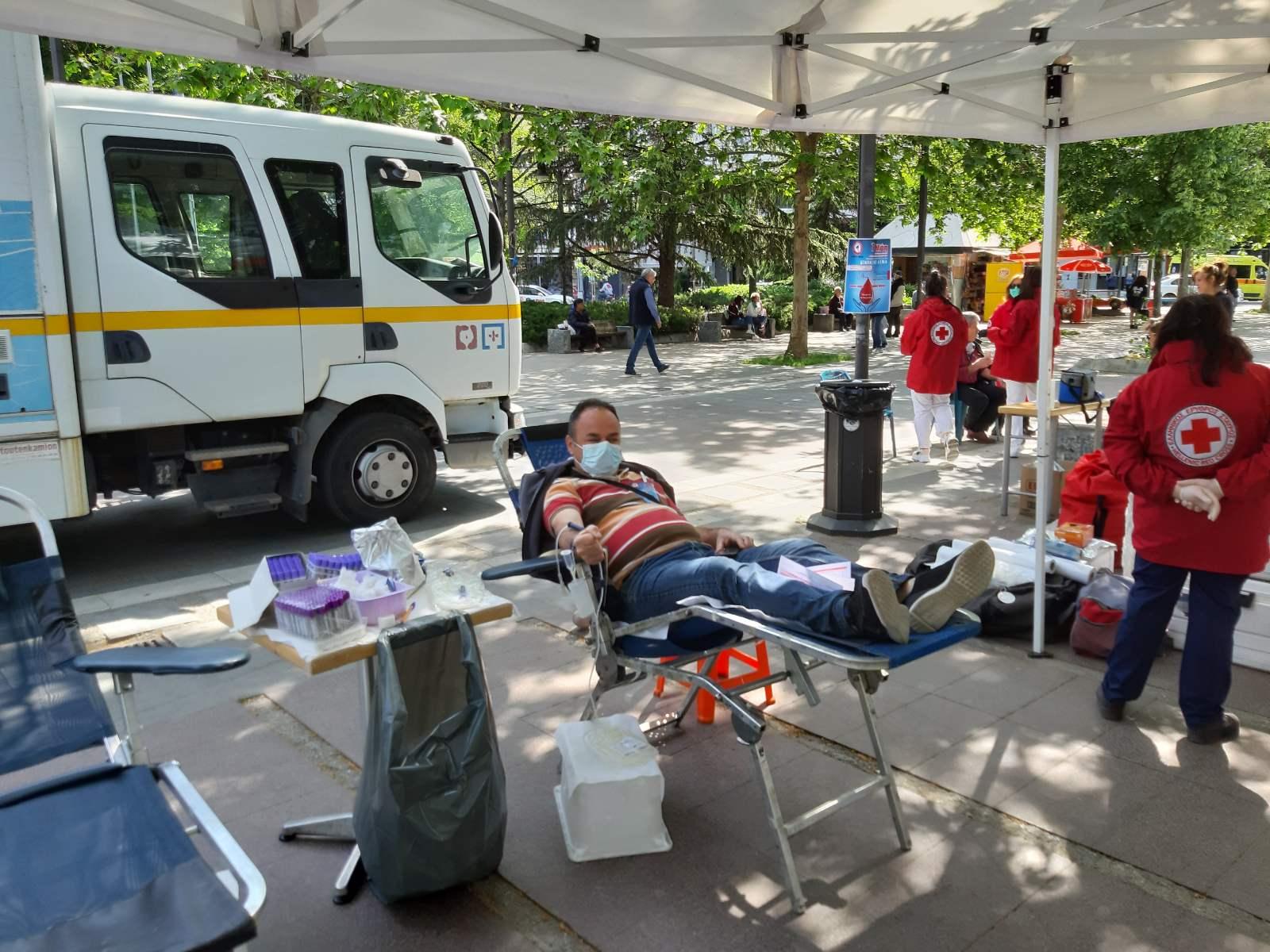Με επιτυχία η εθελοντική αιμοδοσία του Εργατικού Κέντρου Λάρισας (ΦΩΤΟ)