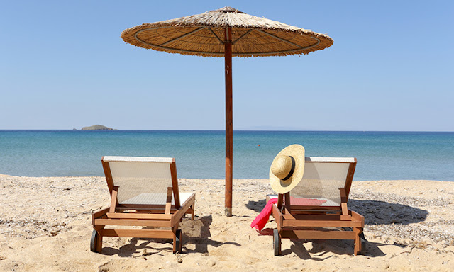 """Grecia: stranieri. Lavorare in smart working in spiaggia, detrazioni fiscali per il 50% per i """"nomadi digitali"""""""