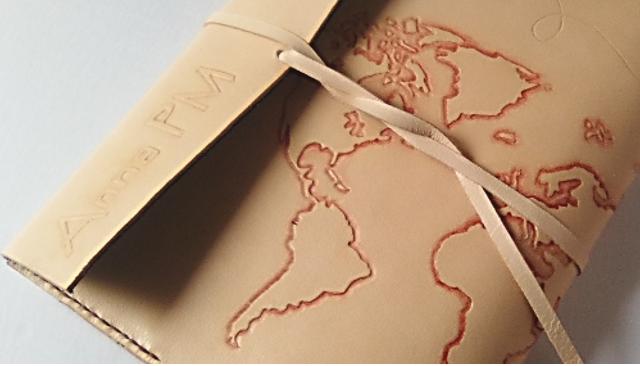 fundas-cuero-cuadernos-agendas-reutilizables-personalizadas-iniciales-logos-ilustraciones.jpg