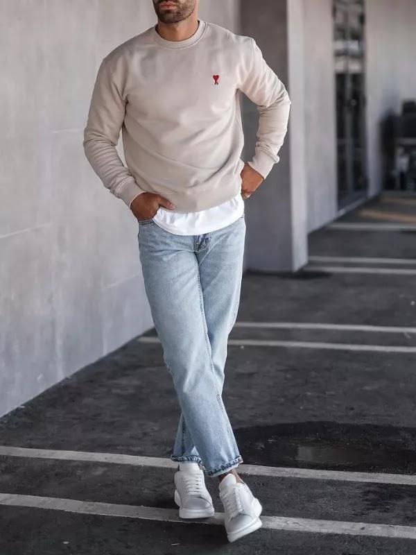 Wearing a long length t-shirt under sweatshirts