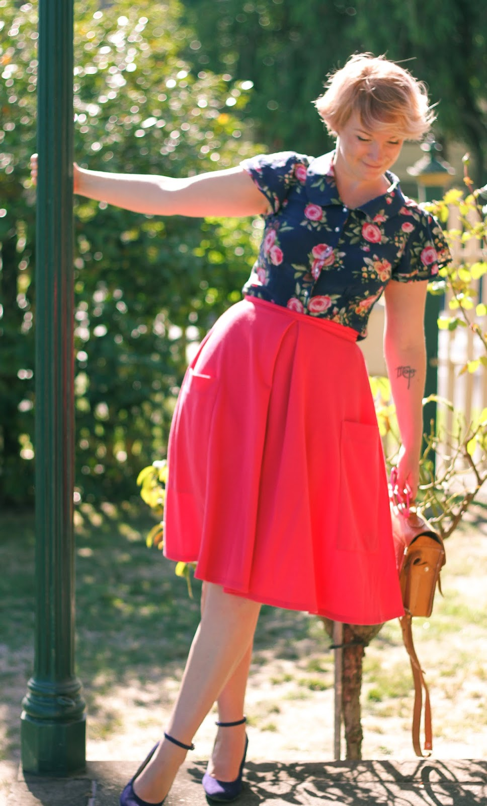 Finding Femme in hot pink ASOS midi skirt, Alannah Hill blue floral silk blouse, and Modcloth blue suede wedges with tooled leather bag and rose gold hair.