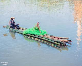 Fantastis Pemotretan Artis Tissa Biani dengan Outfit Berharga 5 Milyar di Tengah Kali Ciliwung