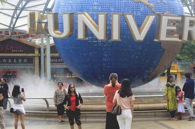Suasana Depan Universal Studios Singapore di Hari Normal